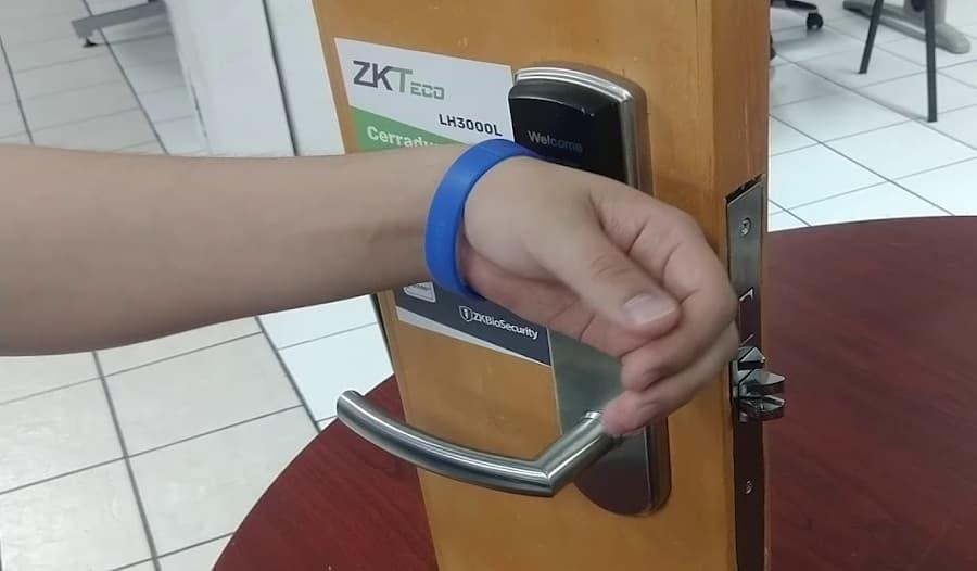 sistema de control de acceso sin contacto